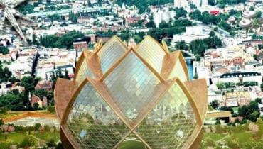 """budynek """"Kwiat Lotosu"""", który ma stanąć na miejscu jednego z osiedli z wielkiej płyty"""