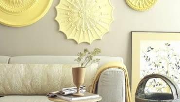 Sztukaterie w kształcie ozdobnych rozet na ścianie, dekoracja ścian, ozodby