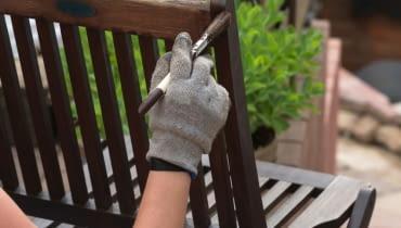Jak zabezpieczyć drewniane akcesoria ogrodowe przed zniszczeniem?