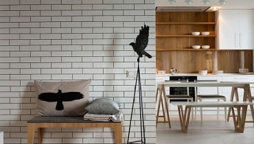 mieszkanie w skandynawskim stylu, cegły w mieszkaniu, jasne mieszkanie, jak urządzić mieszkanie