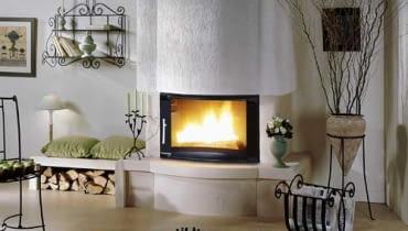 Współczesne kominki są pełnowartościowymi źródłami ciepła, dlatego coraz częściej używa się ich do ozdoby jak i do ogrzewania domu.