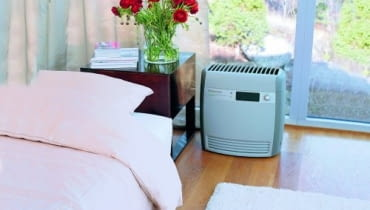 Oczyszczacz powietrza. Usuwając zanieczyszczenia i zapachy, przynosi ulgę osobom wrażliwym, dzieciom i alergikom.