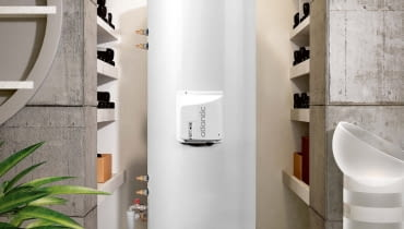 Duże zbiorniki - zazwyczaj o poj. powyżej 200 l produkowane są w wersji stojącej