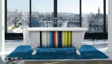 Dopełnieniem takiej wanny rzeczywiście może być wspaniały widok rozciągający się z okna salonu kąpielowego.