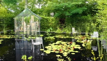 Ogród pokazowy w Chaumont - ogród z oryginalną podłogą, którą stanowi tafla wody. Ogród ten nazwano Anielskimi Włosami - od potocznej nazwy oplątwy