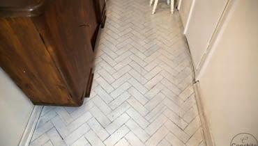 Biała podłoga w przedpokoju, podłogi, malowanie podłogi na biało