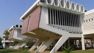 Instytut Języków Obcych, Uniwersytet Królewski w Phnom Penh, autor: Vann Molyvann