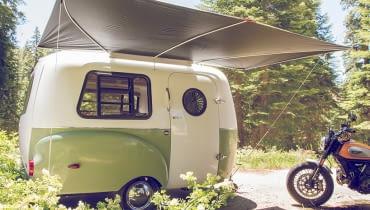 Happier Camper w stylu lat 60. z modułowym wnętrzem