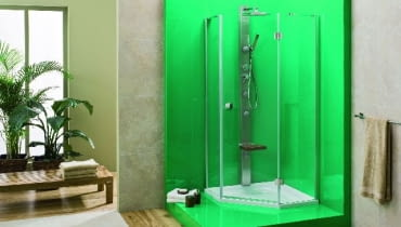 Z kąpieli z masażem wodnym można korzystać również na siedząco - model panela prysznicowego z siedziskiem