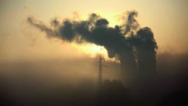 Najwyższa Izba Kontroli podaje, że w Polsce z powodu zanieczyszczenia powietrza co roku traci życie ok. 45 tys. osób.