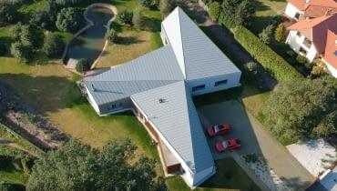 FAN-CY-HOUSE w Łodzi, dom jednorodzinny, dom o nowoczesnym kształcie, nowoczesny dom