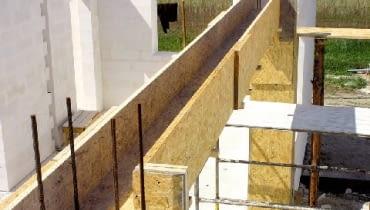 budowa domu,deskowanie,podciąg