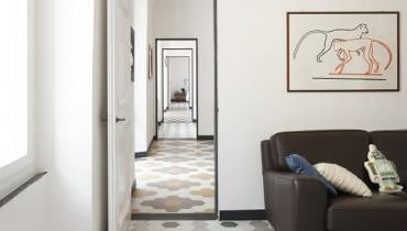 mieszkanie w amfiladzie, mieszkanie ze starą posadzką, płytki w mieszkaniu, mieszkanie ze starymi płytkami