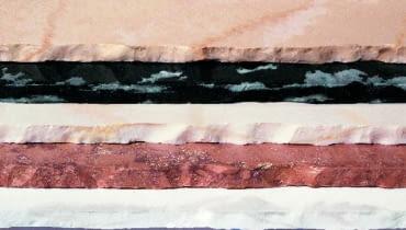 Płyty marmuru w różnych barwach; zmiany odcienia, użylenie czy mikropęknięcia nie są wadą - świadczą o ich niepowtarzalności