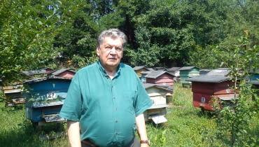 Mieczysław Jamróz w swojej pasiece