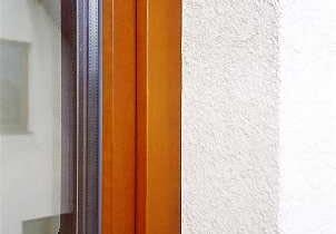 okno,pianka wokół okna,silikonowanie