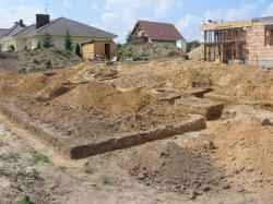 teren budowy, wykop pod fundamenty