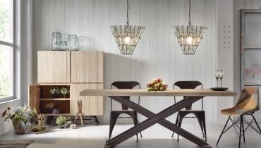 Surowe piękno: stół VITA marki LaForma, drewno i metal 5029 zł, krzesła MALIBU, metal 389 zł/szt. 9design