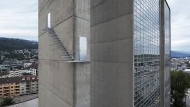 Beautiful Steps #2, rzeźba na budynku w Biel, Szwajcaria