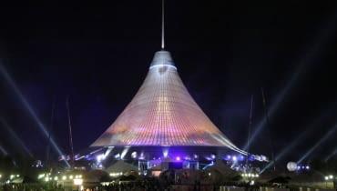 Największy namiot na świecie, proj. , Foster and Partners - Centrum Rozrywkowe Khan Shatyr w Astanie