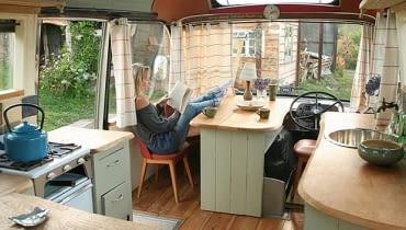 hotel w autobusie, mieszkanie w autobusie, oryginalny dom, dom w autobusie