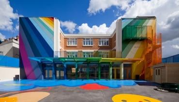 Kolorowa szkoła w Paryżu,