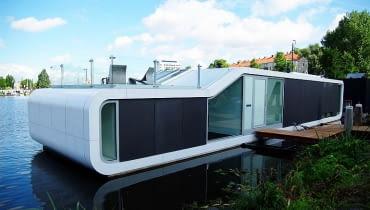 Pływająca willa, domy na wodzie, dom na widzie w Amsterdamie