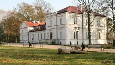 Pałac w Warce-Winiarach