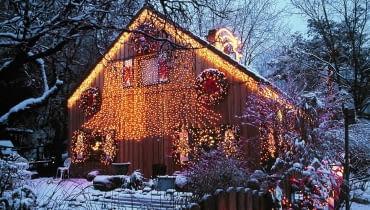 Weihnachtsbeleuchtung am Haus SLOWA KLUCZOWE: GBA Advent 000 Weihnachten Garten drau?en quer LICHTERKETTEN LICHTER