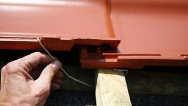 Klamrowanie dachówek ceramicznych,dachówka ceramiczne, krycie dachu