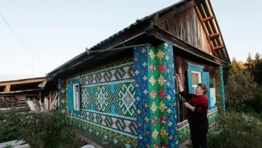 Dom z nakrętek na Syberii