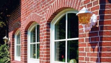 łukowe nadproża z cegły klinkierowej