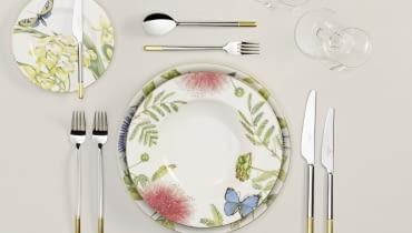 Tradycyjne nakrycie stołu jest eleganckie i szykowne. Pasuje do każdej okazji.