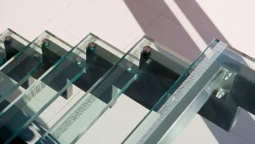 szklane schody,schody,szkło hartowane,konstrukcja schodów,szkło