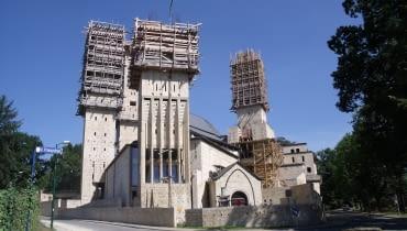 Kościół św. Franciszka z Asyżu i św. Klary w Tychach. Proj. Stanisław Niemczyk