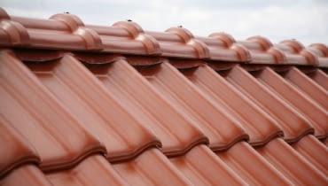 dach,gąsiory dachowe,kalenica,dachówka ceramiczna