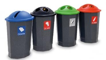 Kosze na posegregowane odpady, które zbieramy w domu, można ustawić w pomieszczeniu gospodarczym i samodzielnie oznaczyć