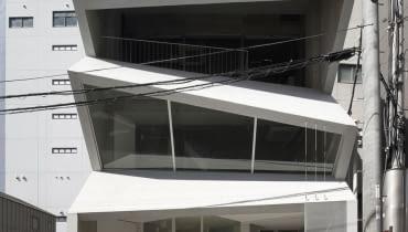 Połamany budynek z Nagoya w Japonii autorstwa pracowni C A Coelacanth and Associates