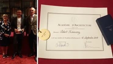 Robert Konieczny  podczas ceremoni przyjęcia do grona zagranicznych członków Francuskiej Akademii Architektury..
