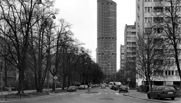 Sky Tower widziany od ulicy Kruczej, fot. z cyklu Obsesja, Wrocław 2014