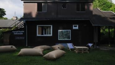 Domek fiński na Jazdowie, miejsce wystawy Konrada Pustoły