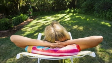 Woman relaxing on lounge chair8BIMhttp://www.gettyimages.comCC