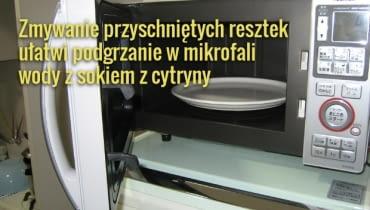 Mikrofalówkę trzeba czyścić regularnie, żeby nie dopuścić do powstania ciężkich do usunięcia zabrudzeń