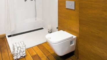 Łazienka w drewnie, podłogi