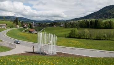 Jeden z wyjątkowych nowoczesnych przystanków w Krumbach - projekt Sou Fujimoto.