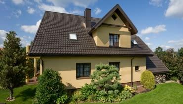 Rodzaj powłoki powinniśmy dostosować nie tylko do estetyki dachu, ale także do warunków atmosferycznych rejonu, w którym będzie stał dom.