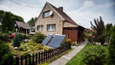 W naszych warunkach klimatycznych kolektory słoneczne służą przede wszystkim do obniżenia kosztów podgrzewania wody