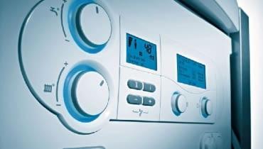 Choć automatyka pogodowa nie jest tania, to warto ja stosować, gdy w domu zostało ułożone ogrzewanie podłogowe lub zamontowany jest kocioł kondensacyjny