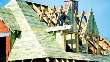 sztywne poszycie, układanie dachu, montaż dachu, budowa dachu