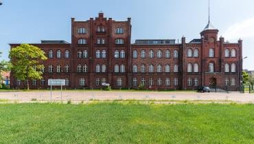 Rewitalizowany budynek dyrekcji Stoczni Cesarskiej w Gdańsku.